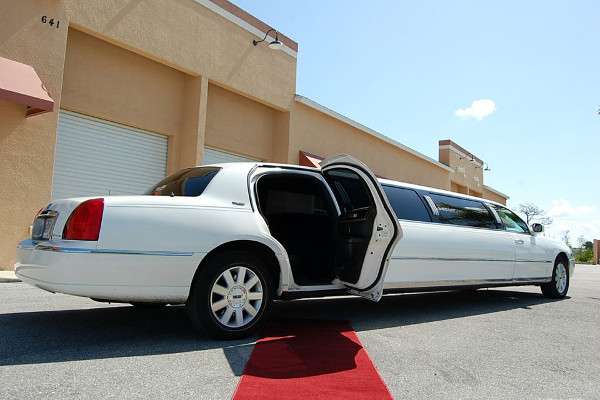 lincoln-stretch-limo Bakersfield